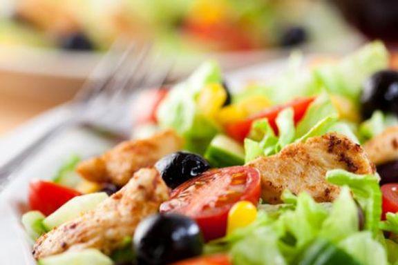15 Alimentos Probados para Ayudar a Aliviar los Dolores de Cabeza