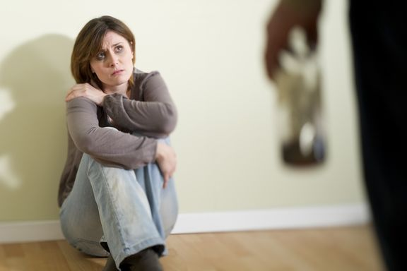 10 Telling Signs You're Trapped in an Abusive Relationship