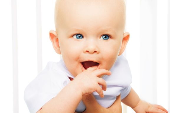 Safe & Natural Pain Relief Options for Teething Toddlers
