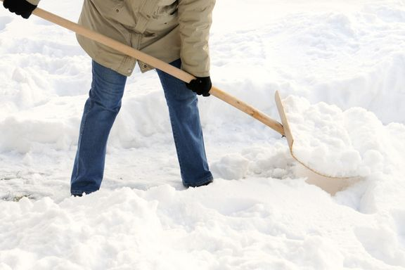 Infographic: Snow Shoveling Safety