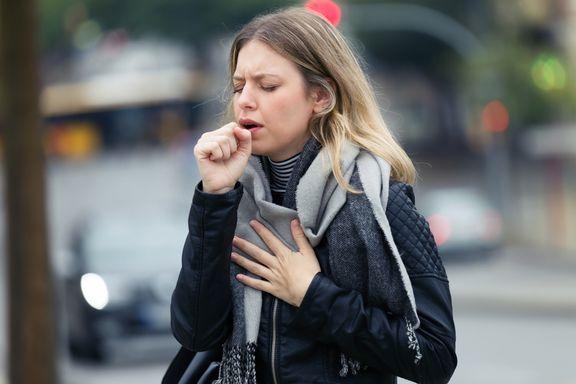 Razones comunes detrás de esa tos persistente