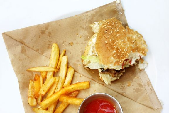 Eating in Restaurants No Healthier Than Eating at Fast Food Joints: Study