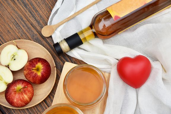 Pros and Cons of Apple Cider Vinegar as a Superfood