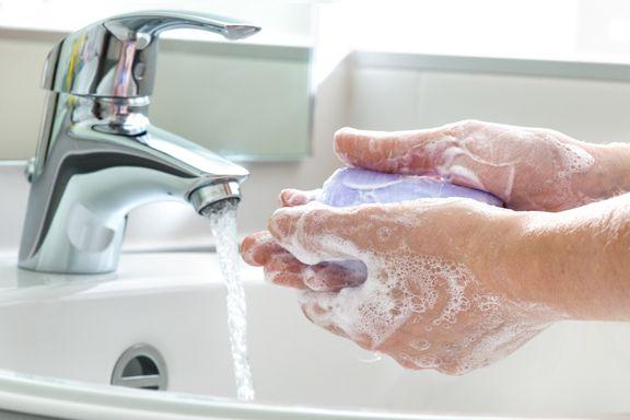 Les dangers des savons et nettoyants antibactériens