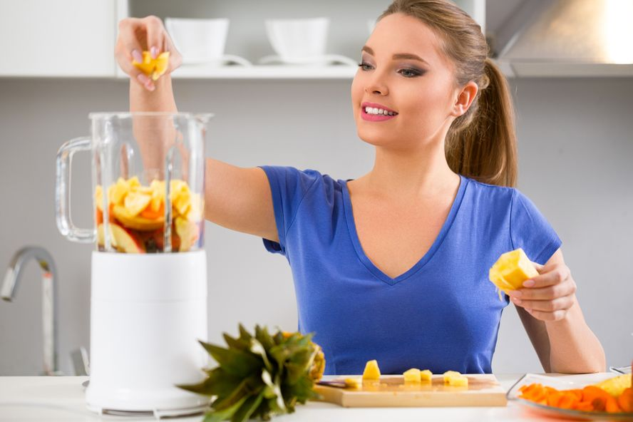 The Pros and Cons of Juice Cleansing