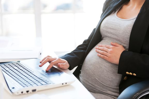 Women Who Work a Lot May Struggle to Get Pregnant: Study
