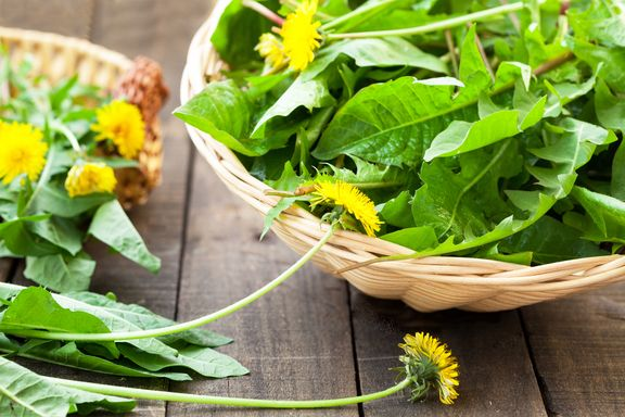 9 Healthy Herbs You Thought Were Weeds