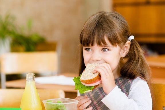 Seis alimentos que debe evitar poner en el almuerzo de su hijo