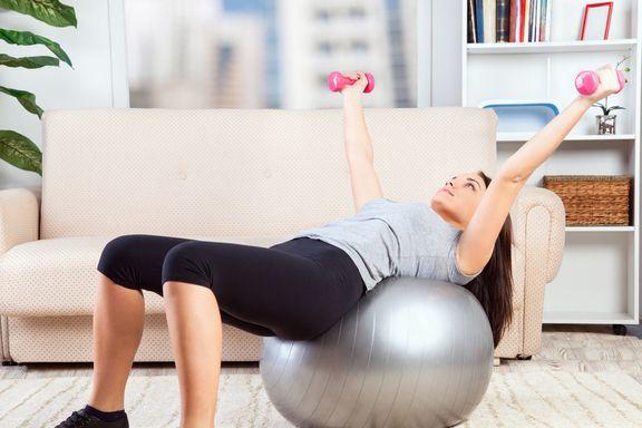 12 Exercices Complets pour faire du Sport dans des Espaces Réduits