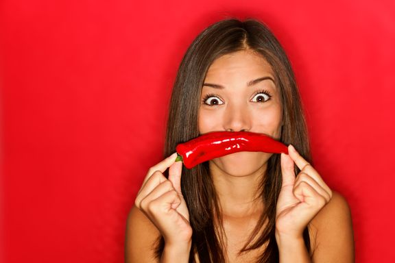 Siete beneficios de comer salsa picante