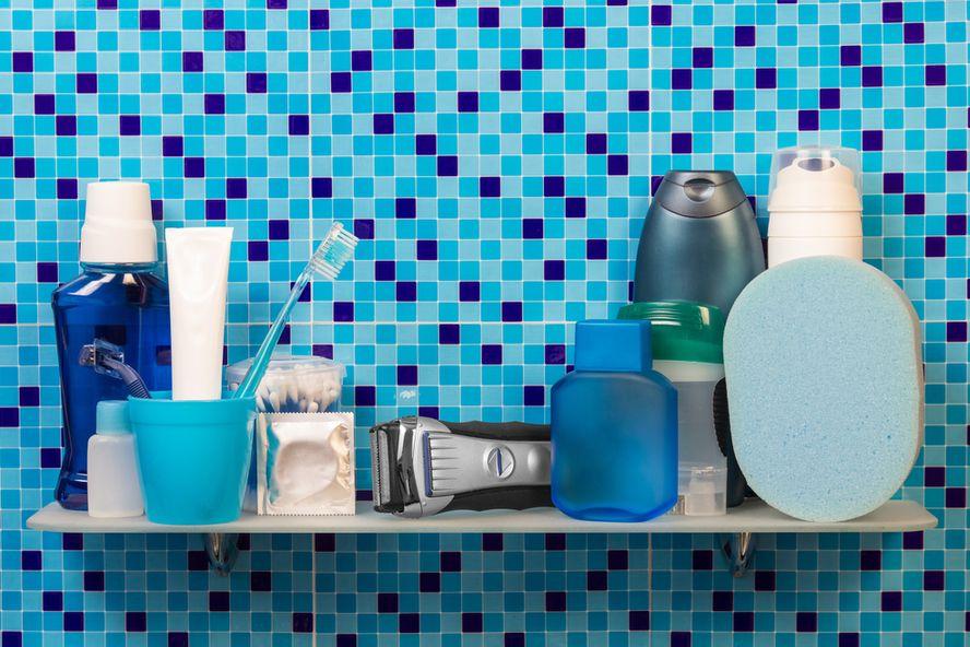 Siete artículos personales que no debería almacenar en el baño