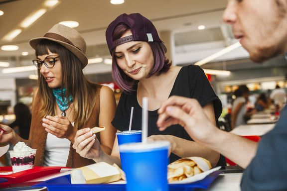 7 Healthy Tips for Surviving the Mall Food Court