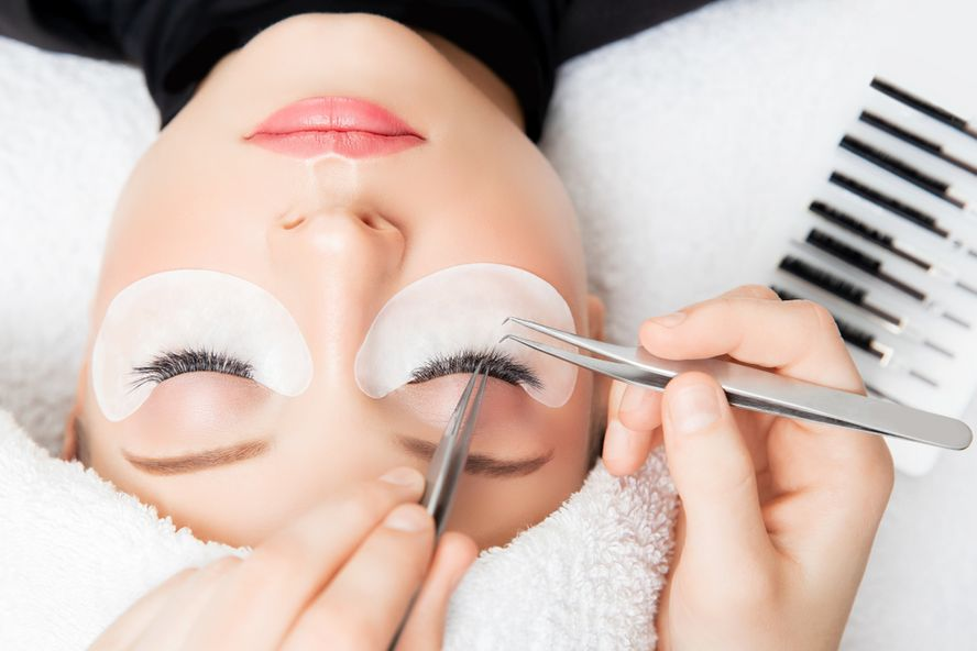 Eyelash Extensions: What To Know Before Heading To The Lash Bar