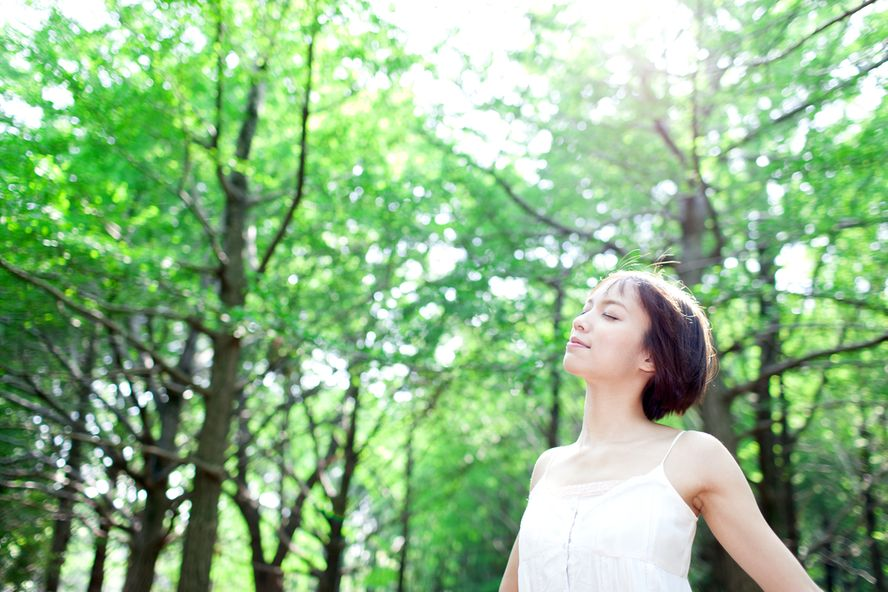 Feel Grounded With These 8 Beliefs About Earthing