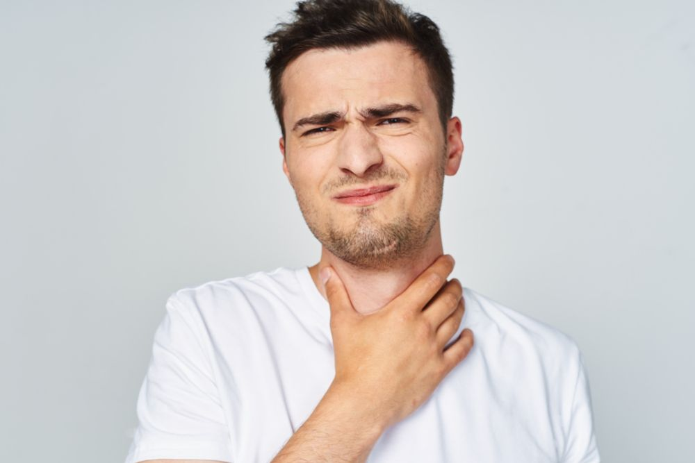 Potential Causes For Your Sore Throat (Plus Symptoms For Each)
