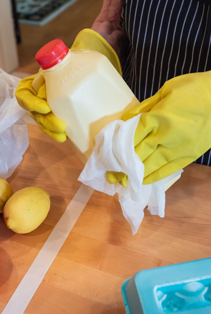 How to Safely Buy, Unpack, and Decontaminate Groceries
