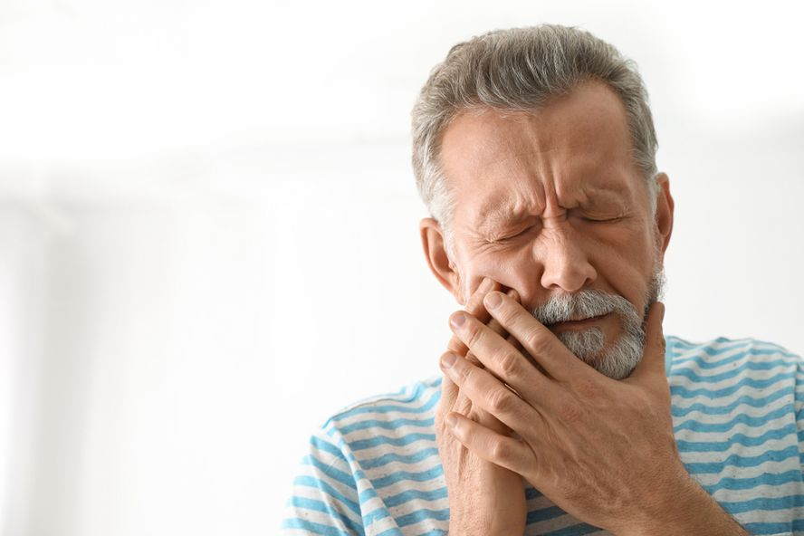 Signs, Symptoms and Treatment Options of Mouth Cancer