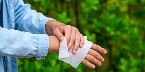 How To Make Sanitizing Wipes at Home