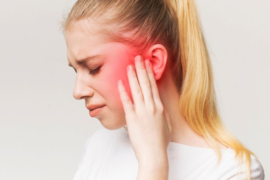 Klingeln in den Ohren: 8 Gründe für Tinnitus